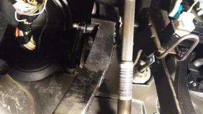 Педаль сцепления упала в пол что делать?